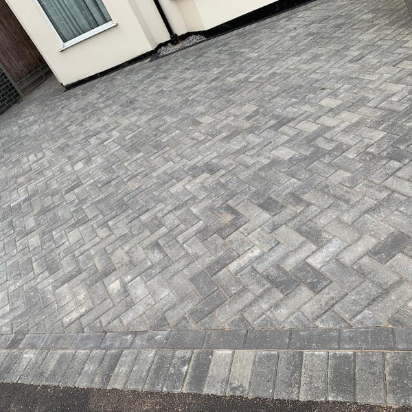 Omega Block Paving in Silver Haze 80mm
