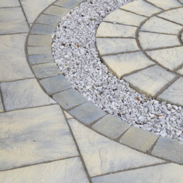 Bronte Full Circle Paving Kit in Weathered Buff