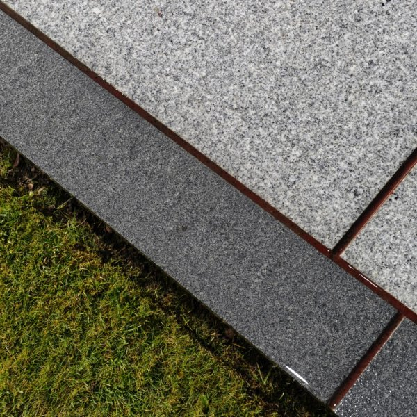 Flamed Granite 900x150x30mm plank pack - Graphite Grey