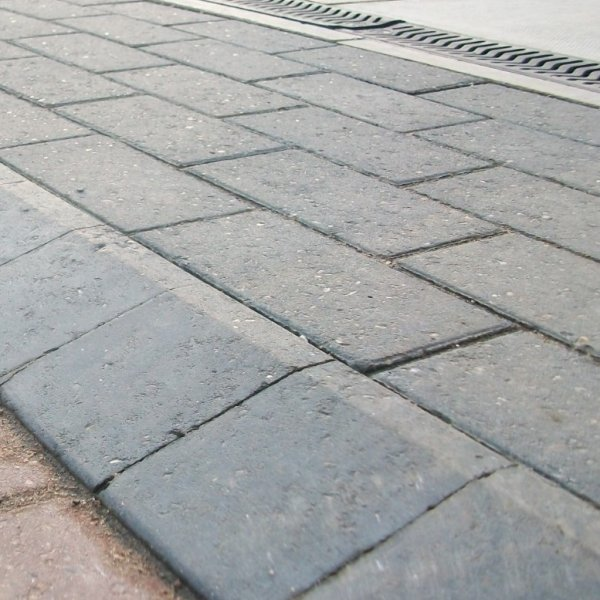 Omega Pencil Edge Block Paving in Charcoal 80mm