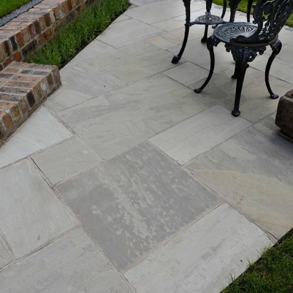 Riven Sandstone Patio Pack in Mountain Mist